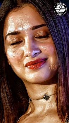 Hot Images Of Actress, Indian Actress Hot Pics, Bollywood Actress Hot Photos, Beautiful Bollywood Actress, Most Beautiful Indian Actress, Beautiful Actresses, Actress Photos, Priyanka Chopra Makeup, Actress Without Makeup