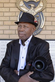 The celebrated South African photographer died Sunday at his home in Soweto. Apartheid, People Art, African History, White Man, Black History, South Africa, Captain Hat, American, Prostate Cancer