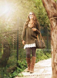 DIY - sew lace onto tanks to extend sweater length when worn with leggings. Cream Lace Dress Extender Lace Skirt Extender by GraceandLaceCo Fall Winter Outfits, Autumn Winter Fashion, Winter Style, Look Fashion, Cute Fashion, Lace Dress Extender, Slip Extender, Grace And Lace, Lace Outfit