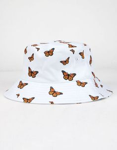 I know the orange butterfly print is really popular right now but this is the first time I've seen it on a bucket hat. Outfits With Hats, Teen Fashion Outfits, Cute Casual Outfits, Girl Outfits, Fashion Hats, Girl Fashion, Sport Outfits, Bucket Hat Outfit, Orange Butterfly