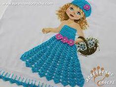 Resultado de imagem para croche vestido boneca pano de prato Crochet Videos, Doilies, Disney Characters, Fictional Characters, Arts And Crafts, Elsa, Disney Princess, Dish Towel Crafts, Crochet Dishcloths