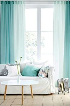 Gardinen im Wohnzimmer – Deko Ideen für jede Einrichtung The curtains in the living room play a special role – on the one hand they [. Turquoise Curtains, Green Curtains, Diy Curtains, Curtains Living, Ombre Curtains, Window Drapes, Living Room Designs, Living Room Decor, Bedroom Decor