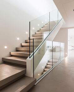 "Gefällt 10.5 Tsd. Mal, 42 Kommentare - Design.Only (@design.only) auf Instagram: ""EK House in Italy. Photography:Isabella Magnani •#Design_Only"" Glass Railing, Glass Stairs, Staircase Railings, Staircases, Staircase Design, Interior Stairs, Interior Design Living Room, Carol Cantelli, Modern Stairs"