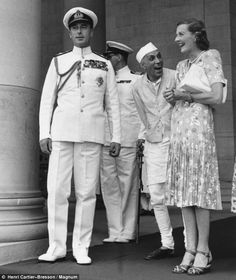 Louis Mountbatten, Earl Mountbatten of Burma and wife Edwina Photo by Henri Cartier-Bresson. Besotted: Edwina and India's PM Pandit Nehru share a joke as her husband, Lord Louis Mountbatten, stands by Henri Cartier Bresson, History Of India, British History, Indian Summer, Magnum Photos, Rare Photos, Old Photos, Rare Pictures, Louis Mountbatten