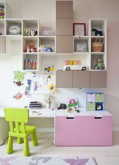 bureau fille stuva de chez IKEA avec rangements muraux