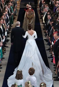 Prince Andrew, Duke of York walks his daughter Princess Eugenie of York down the aisle at the wedding of Princess Eugenie of York to Jack Brooksbank at Windsor Castle on October 2018 in Windsor,. Get premium, high resolution news photos at Getty Images Princesa Charlotte, Princesa Eugenie, Princesa Beatrice, Royal Wedding Gowns, Royal Weddings, Princess Wedding, Wedding Dresses, Wedding Bride, Princess Eugenie Jack Brooksbank