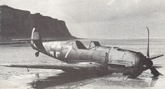 warisstupid:  A crash-landed Me109E-4 on the French Channel coats opposit Calais. The short range was the main problem of the German fighter planes and there was not enough flying time over England to engage RAF fighters successful. Here only a few hundred yards were missing to the airfield. (via WW2total.com)