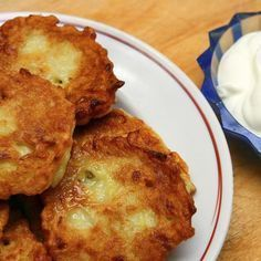 Discover the best potato recipes, including roasted potatoes, mashed potatoes, croquettes and other delicious side dishes. Check out 111 unique potato recipes! Fried Mashed Potato Patties, Fried Mashed Potatoes, Mashed Potato Pancakes, Leftover Mashed Potatoes, Potato Cakes, Potato Croquettes, Potato Fritters, Pancakes Easy, Mashed Cauliflower