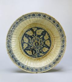 Name:  Fluted Dish  Place of creation: Iran  Date: 16th century  Material: faience  Technique:  painted in cobalt  Dimension:  diam. 35,5 cm
