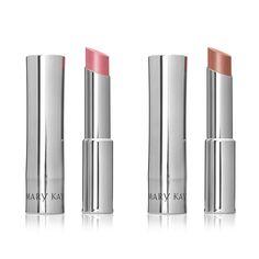 Para destacar a cor natural dos lábios com um toque de brilho, os batons True…