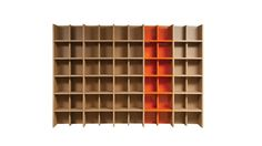 Modular bookcase with structure in oak veneer on slatted wood (11 stains available) and/or in lacquered MDF (9 colors of glossy or satin finish available).  Consisting of: 1 external side 4 partitions 5 backs Shelves and small mount.