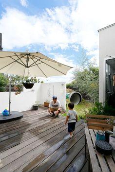 遊びごころいっぱい大きな庭に土管のある家。 – D'S STYLE(ディーズスタイル) S Style, Garden Paths, Future House, Sweet Home, Deck, Exterior, House Design, Patio, Architecture