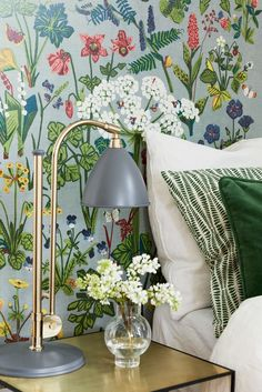 Welcome to a world of beautiful walls. Unique Scandinavian wallpaper from Boråstapeter and Engblad & CO, the largest and most reputable wallpaper brands in Sweden. Scandinavian Design at its best. Best Interior Paint, Interior Paint Colors, Interior And Exterior, Interior Decorating, Interior Design, Exterior Rendering, Exterior Shutters, Scandinavian Wallpaper, Scandinavian Interior