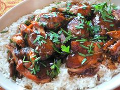 CROCK POT TERIYAKI CHICKEN  12 boneless skinless chicken thighs (about 3 pounds) 3/4 cup sugar 3/4 cup low-sodium soy sauce 6 tablespoons cider vinegar 3/4 teaspoon ground ginger 3/4 teaspoon minced garlic 1/4 teaspoon pepper 4 1/2 teaspoons cornstarch 4 1/2 teaspoons cold water Hot cooked long grain rice