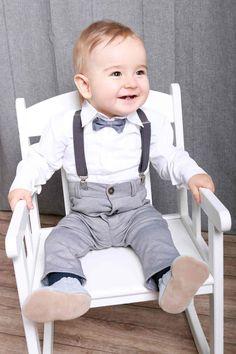 194bd82539bb7c Festlich - moderner Taufanzug für Jungen Der vierteile Anzug für Jungen ist  besonders bequeme und schick