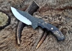 High Carbon Steel BladeOverall Length Length Made Of Buffalo Horn Heavy Hand Forge And 61 Rock Well HardnessRazor Sharp Blade And Will Hold A Edge With Leather Sheath Forged Knife, Damascus Knife, Forged Steel, Knife Template, Skinning Knife, Bushcraft Knives, Edc Knife, Handmade Knives, High Carbon Steel