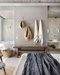 Ambiance zen et nature dans cette salle de bains.