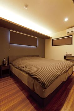 間接照明でつくる寝室は、自分だけのプライベートな空間。ほっとできる時間を過ごせます。 #家づくり #マイホーム #新築 #新築一戸建て #寝室 #インテリア #間接照明 #注文住宅 #デザオ建設