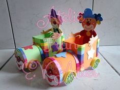 CENTRO DE MESA PALHAÇO NO CARRINHO -25 | Ateliê Fran Evartes | Elo7 Handprint Art, Circus Birthday, Ideas Para Fiestas, Foam Crafts, Paper Dolls, Alice In Wonderland, Paper Flowers, Art Projects, Baby Shower