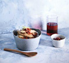 생선튀김덮밥 - 파프리카와 양파의 향이 식초와 잘 어우러진 새콤 매콤한 소스의 감칠맛이 생선튀김에 잘 배어 더욱 맛있다.