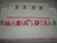 toalhas personalizadas,bordadas á mão,usando a tecnica patch aplique.