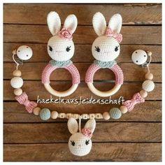 #häkelspielzeug #häkelnausleidenschaft #häkelnfürkinder #häkelrassel #babyrassel #hasenrassel ##kinderwagenkette #babyausstattung #babyerstausstattung #crochet #amigurumitoy #amigurumi #crochettoy #babymädchen #babygirl Newborn Crochet, Crochet Baby, Crochet Gifts, Crochet Toys, Loom Knitting, Baby Knitting, Newborn Toys, Baby Rattle, Baby Socks