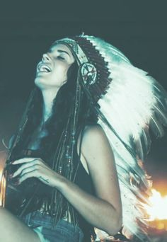 lana del rey | feather headdress | native american culture | music icon | www.republicofyou.com.au