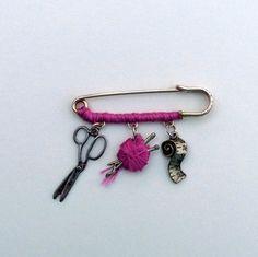 Kilt pin brooch with knitting charms rintakoru