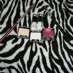 Makeup bundle new 2 eye shadows 1 pink face or body glitter 1 shimmer blk eye pencil 1 willow lipliner 2 long lasting lipsticks Trade value 9 none Other