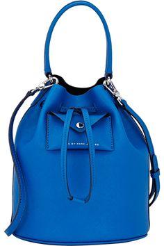 design Handbags Marc Jacobs - The bucket bag is here to stay Handbags On Sale, Luxury Handbags, Fashion Handbags, Purses And Handbags, Fashion Bags, 2017 Handbags, Unique Handbags, Ladies Handbags, Blue Handbags