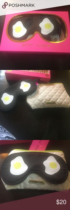 Betsey Johnson 2 in one face mask and cosmetic bag Betsey Johnson Bags Cosmetic Bags & Cases