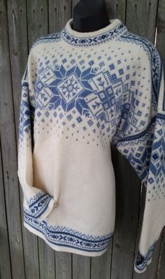 100% Wool Dale of Norway Norwegian XXL Blue White Snowflake Women's Sweater