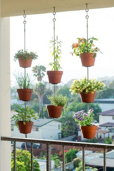 43 DIY Patio and Porch Decor Ideas DIY Porch and Patio Ideas - DIY Vertical Garden - Decor Projects and Furniture Tutorials You Can Build for the Outdoors -Swings, Bench, Cushions, Chairs, Daybeds and Pallet Signs Jardim Vertical Diy, Vertical Garden Diy, Vertical Gardens, Vertical Planter, Small Gardens, Coastal Gardens, Verticle Herb Garden, Diy Porch, Diy Patio