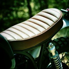 Pleated motorcycle seat