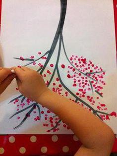 Faire un arbre japonais avec des cotons tiges Cute Kids Crafts, Preschool Crafts, Diy And Crafts, Arts And Crafts, Creative Activities, Activities For Kids, Thinking Day, Rainbow Art, Painting For Kids