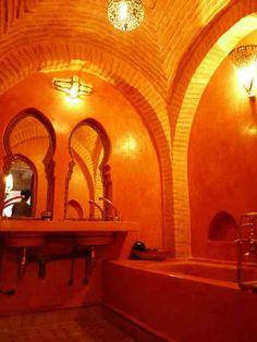 世界各地から旅人が集まる北アフリカのモロッコには、安いシンプルなホテルから設備の充実した大型高級ホテルまで様々なホテルが存在する。その中でも特に、これからモロ …