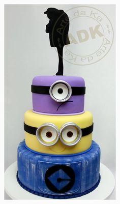 3 tier minion cake with Gru silhouette: Arte da Ka, facebook