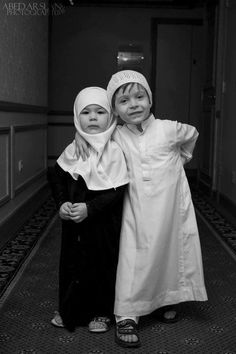 Seeing children pose, whoever they are and wherever they come from, never ever make you bored. Always interesting. So adorable and cute. Muslim Family, Muslim Girls, Muslim Couples, Muslim Women, Islam Muslim, Precious Children, Beautiful Children, Beautiful Babies, Beautiful Hijab