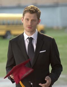 Could Klaus be any cuter on The Vampire Diaries season finale?