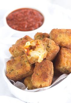 Fried Macaroni Pizza Poppers -  The perfect carby pizza appetizer! They're loaded with gooey cheese, mini pepperoni, sauce and macaroni! #ad