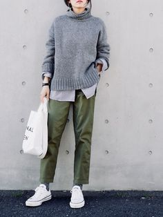 Green pants and gray sweater with white converse! - Green pants and gray sweater with white converse! Source by heikeelse - Look Fashion, Korean Fashion, Winter Fashion, Petite Fashion, Fashion Black, Fashion Weeks, Curvy Fashion, Daily Fashion, Fashion Fashion