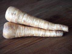 Heb je wel eens puree gemaakt van pastinaak? Het is een heerlijke vervanger van de standaard aardappelpuree. In Nederland wordt het vooral rond de...