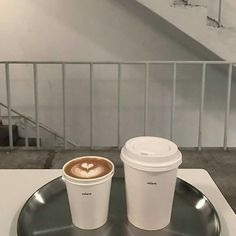 @𝚊𝚍𝚘𝚛𝚎𝚊𝚒𝚗𝚊彡 Brown Aesthetic, Aesthetic Food, Korean Aesthetic, Coffee Date, Coffee Break, Coffee Drinks, Coffee Cups, Korean Coffee, Coffee Shop Aesthetic
