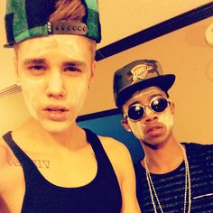 Justin Bieber und sein Buddy Lil Twist ❤ liked on Polyvore featuring justin bieber, justin, icons and other