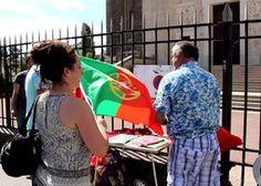 Un chrétien, une juive, une jeune convertie à la religion musulmane et un libre penseur sont partis de Marseille, le 1erjuillet dernier, pour un tour d'Afrique. Pendant deux mois, ils iront à la rencontre de la jeunesse et des responsables religieux des six pays africains qu'ils traverseront.