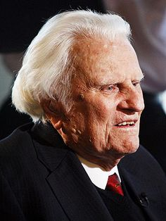 This man inspires me. Billy Graham's Powerful Final Sermon to America: 'I've Wept' as 'I've Seen How Far People Have Wandered From God' Billy Graham Sermons, Billy Graham Family, Billy Graham Quotes, Rev Billy Graham, Dr Graham, Asheville, Evangelist Billy Graham, Anne Graham Lotz, Billy Graham Evangelistic Association
