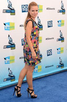 Kristen Bell in Jenni Kayne Kristen Bell, Beautiful Celebrities, Beautiful Actresses, Killer Legs, Perfect Legs, Instagram Girls, Instagram Makeup, Winter Cardigan, Got The Look