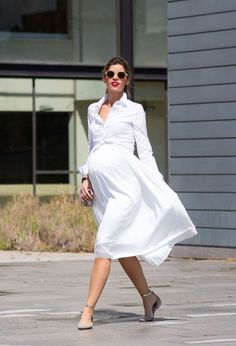 15 Trendy Outfit Ideas to Wear White Dresses During Pregnancy White maternity dresses are what you need this summer. So check out how you can wear them in 15 different styles! White Maternity Dresses, Stylish Maternity, Maternity Wear, Maternity Fashion, Maternity Style, Pregnancy Fashion, Baby Bump Style, Mommy Style, Fashion Maman