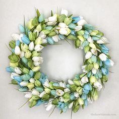 Spring wreath / summer wreath / tulip wreath / pink tulip wreath / front door wreath / spring tulip wreath / summer decor / everyday wreath / pink wreath Tulip wreath DIY - beautiful and simple! Wreaths And Garlands, Deco Mesh Wreaths, Floral Wreaths, Yarn Wreaths, Burlap Wreaths, Door Wreaths, Ribbon Wreaths, Wreath Crafts, Diy Wreath