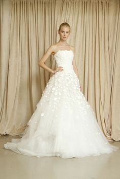 Oscar de la Renta Bridal Fall 2014 - Slideshow - Runway, Fashion Week, Reviews and Slideshows - WWD.com